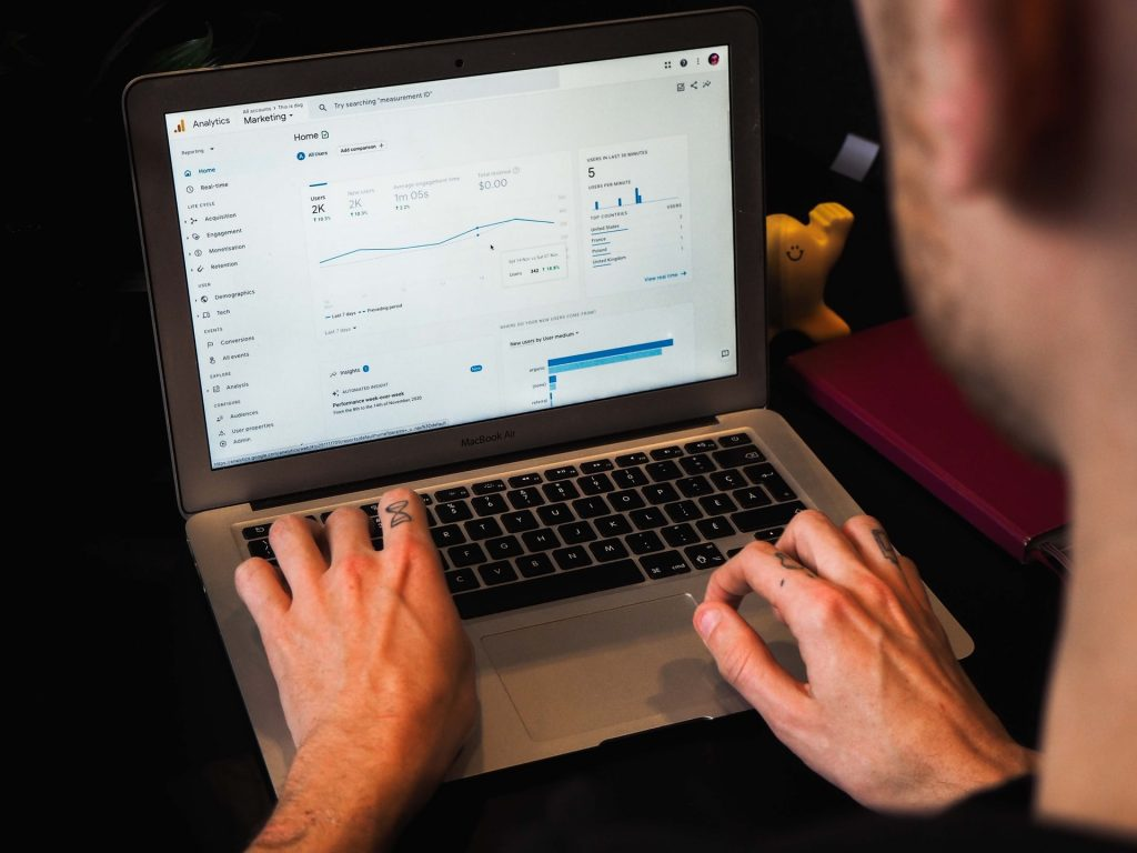 ShopifyにGoogle Analyticsを導入する方法